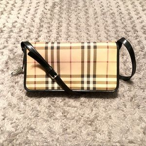 Burberry bag paid $590 Authentic PVC canvas
